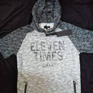 High-end hooded T-shirt